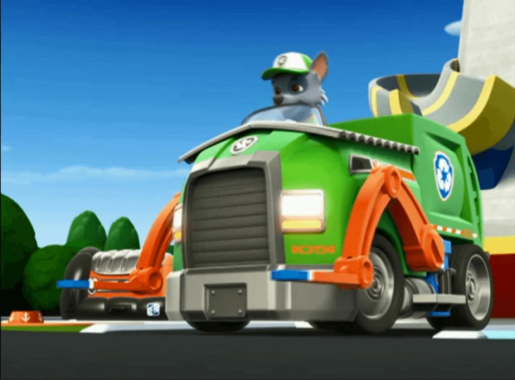 rocky-en-su-camion-de-reciclaje